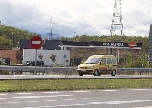 Repsol abrirá en noviembre su primera planta en el Bierzo para coches a gas.