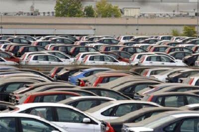 Las ventas de coches desaceleran su caída al 21,7% en octubre.