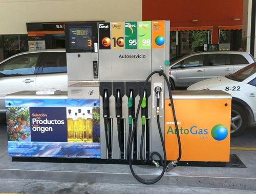 Repsol inaugura el primer punto destinado al suministro de AutoGas en Ponferrada.