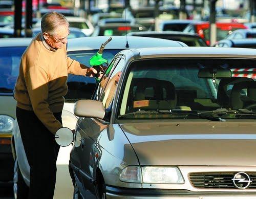 El consumo de combustible cae en Valladolid un 14,3% con el céntimo sanitario.