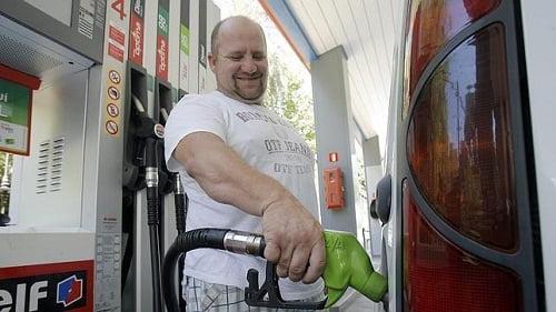 El consumo de carburantes de automoción cayó un 6,8 % en noviembre.