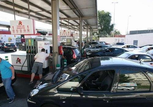 Llenar el depósito de gasolina en Galicia roza ya los 71 euros tras la última subida de tasas.