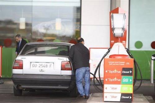 La gasolina y el gasóleo cierran enero con subidas de hasta el 2%.