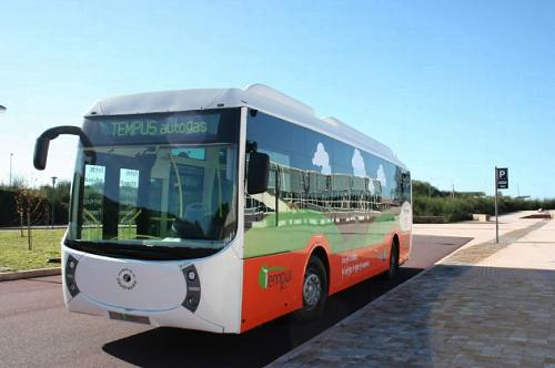 El híbrido Tempus Autogas de Castrosua y Repsol gana el Premio al Autobús del año.