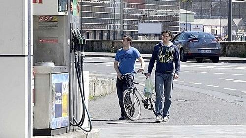 La crisis empuja a los ciudadanos de España a dejar el coche en el garaje