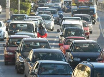 Los fabricantes de automóviles se enfrentan a Europa por las emisiones