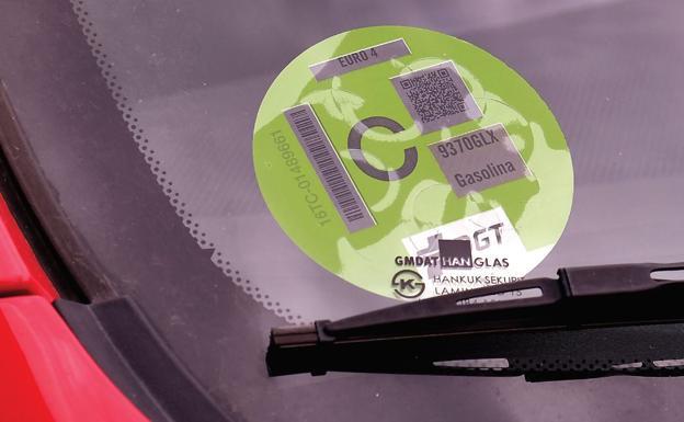 Etiqueta ambiental de la DGT: ¿qué pasa si no lo llevo en mi coche?